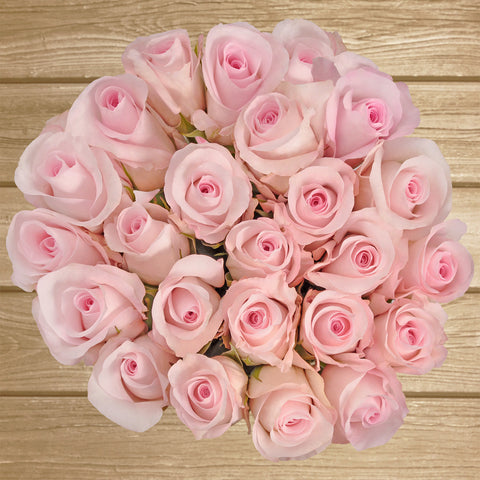 Light pink roses the best flowers arrangements centrpieces and bouquets to order online for any ocassion or wedding  and Valentine's day