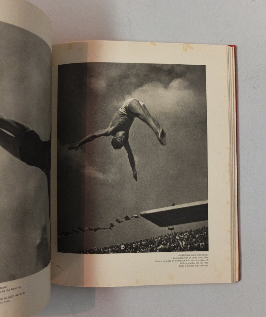 Schönheit im Olympischen Kampf (Beauty in the Olympic Games) by Leni Riefenstahl}