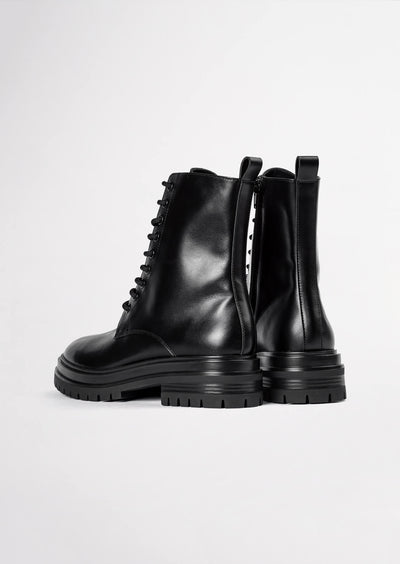 Wya Black Como Ankle Boots