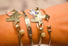 Load image into Gallery viewer, Flower Bouquet Texas Stamped Bracelet