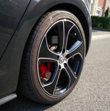 "Load image into Gallery viewer, VW - 18"" Austin Wheel Badgeskin Set"