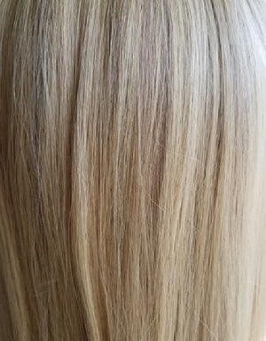 16/18R | CHAMPAGNE BLONDE WITH ASH BROWN ROOTS