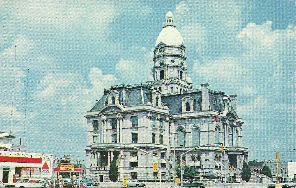 USA - Indiana - Terre Haute - Vigo County Courthouse Postcard