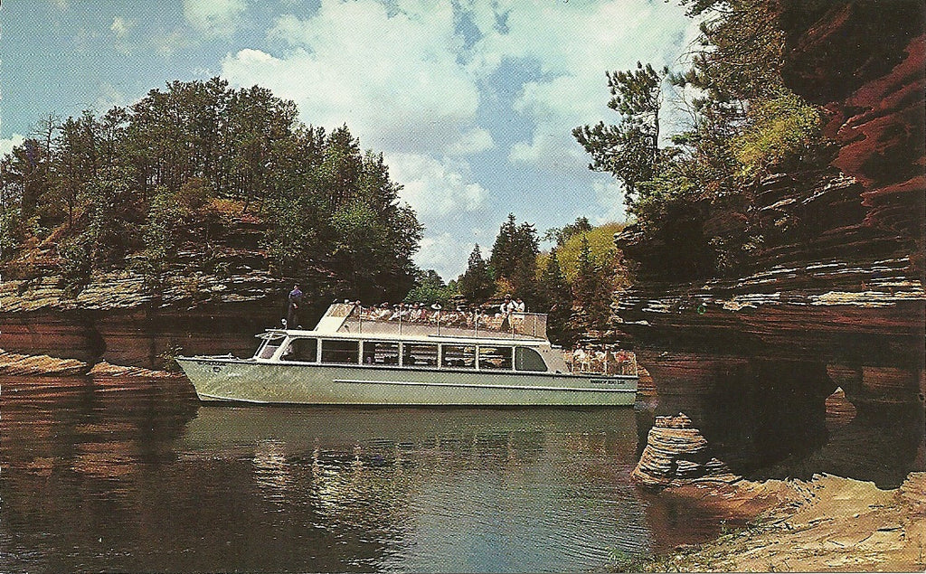 USA - Wisconsin - Wisconsin Dells - SS Chicagoan Postcard
