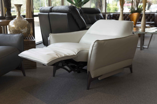 2668 Leather Motorized Reclining Chair