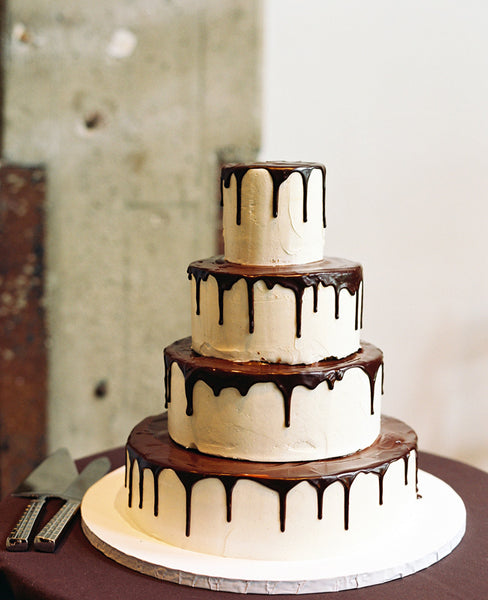 chocolate drip wedding cake ideas wedding cake with chocolate cake weddings 12699