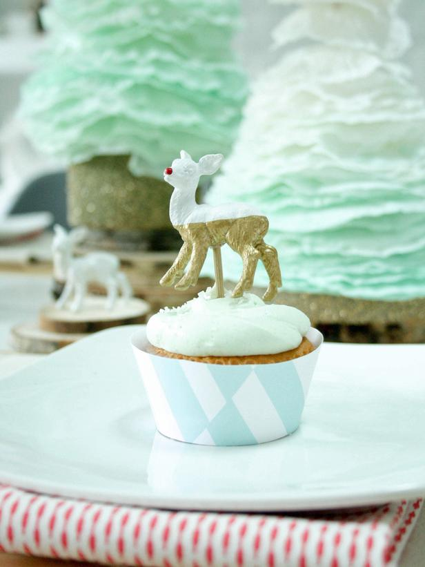 "How to Make ""Dipped"" Deer Cupcake Toppers"