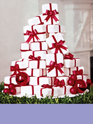 Present with red ribbons wedding cake idea