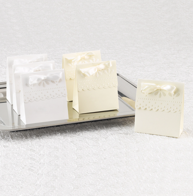 Scalloped Wedding Favor Boxes (Pack of 25)