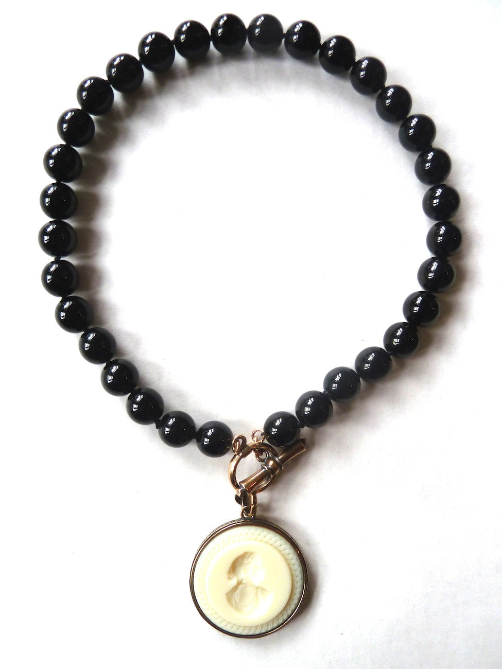Necklace Intaglio Choker Black Ivory