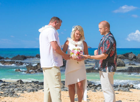 FREE MAUI MINISTER WEDDING PACKAGE Minister Kyle Evanko and One Hour of Photos
