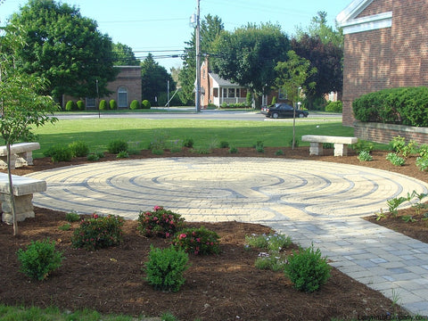 Abingdon™ Labyrinth Concrete Paver Brick Kit