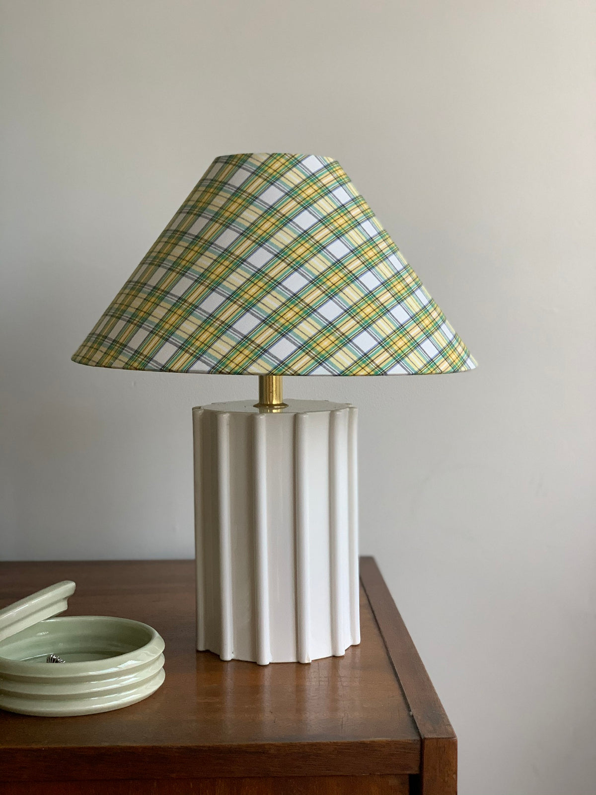 Ribbed ceramic lamp with plaid shade