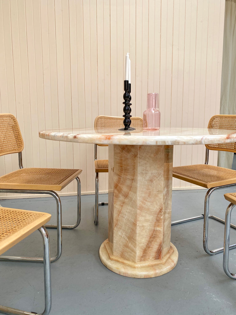 Round Onyx Dining Table