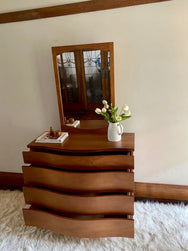 Bow-front Dresser with Detachable Mirror