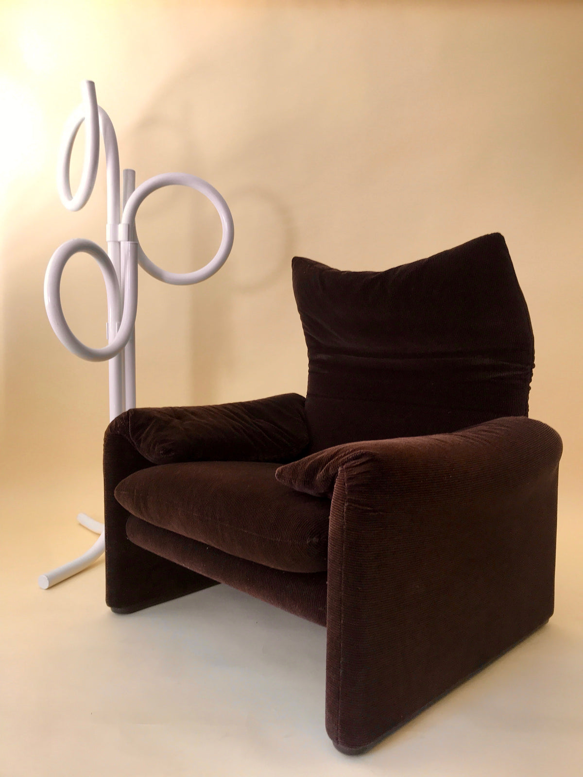 Maralunga Armchair by Vico Magistretti