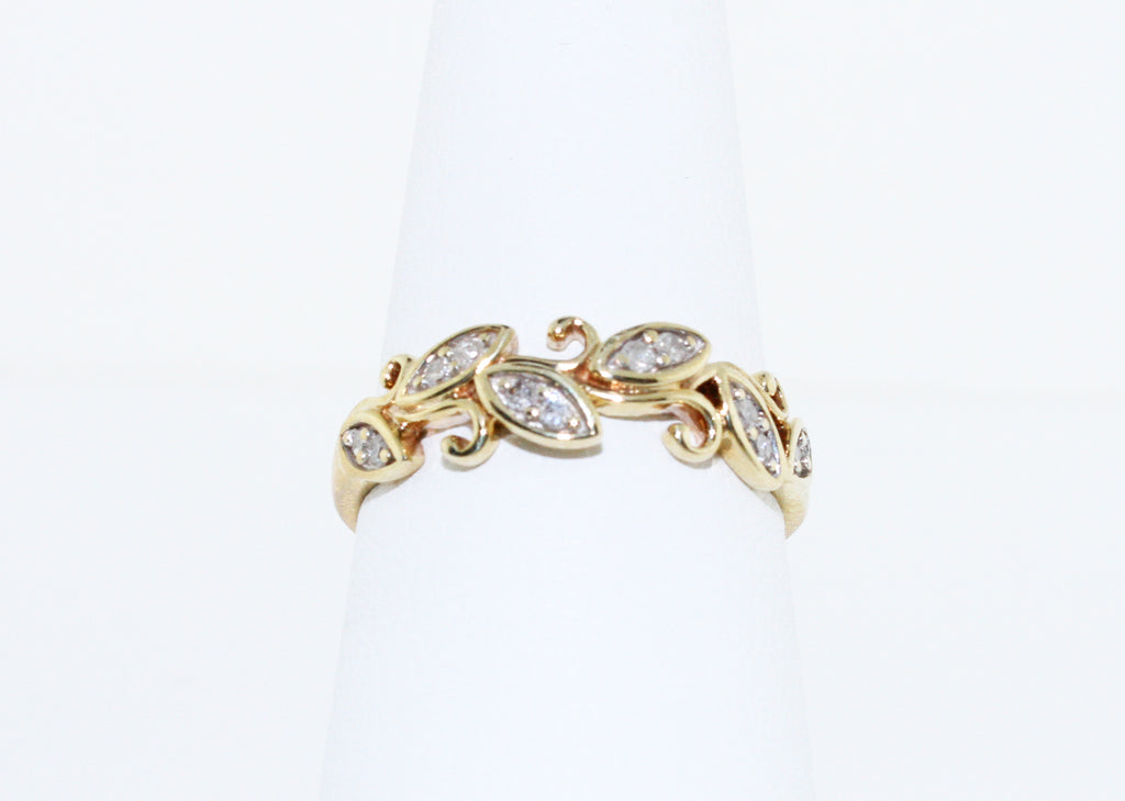 ENCHANTING LEAVES RING