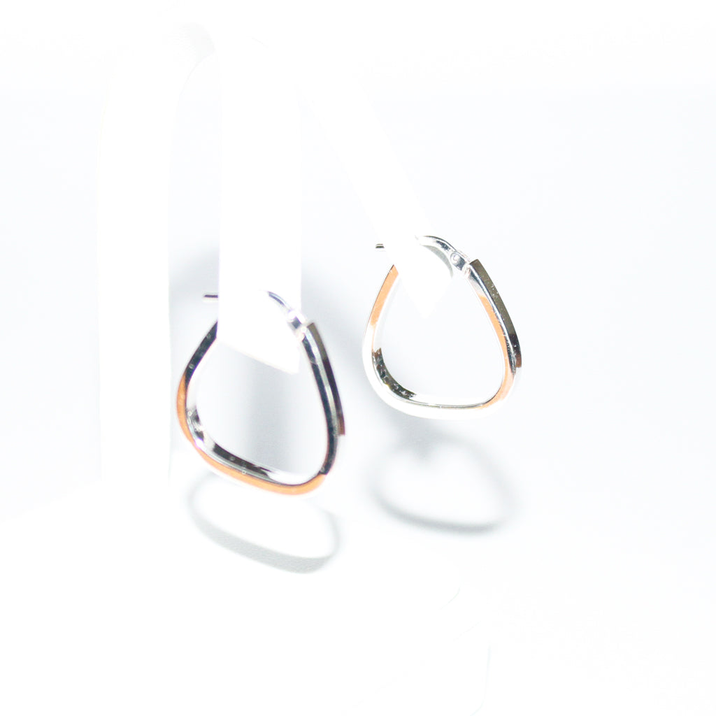 18K WG TRIANGLE HOOPS EARRINGS
