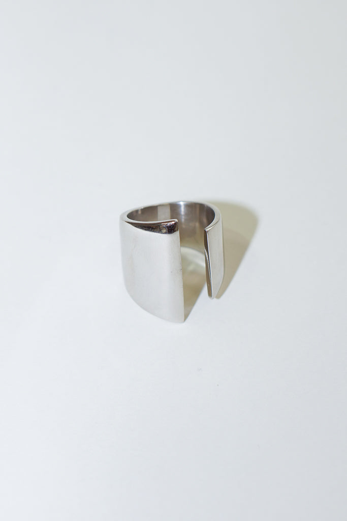 SOKO Channel Ring in Silver