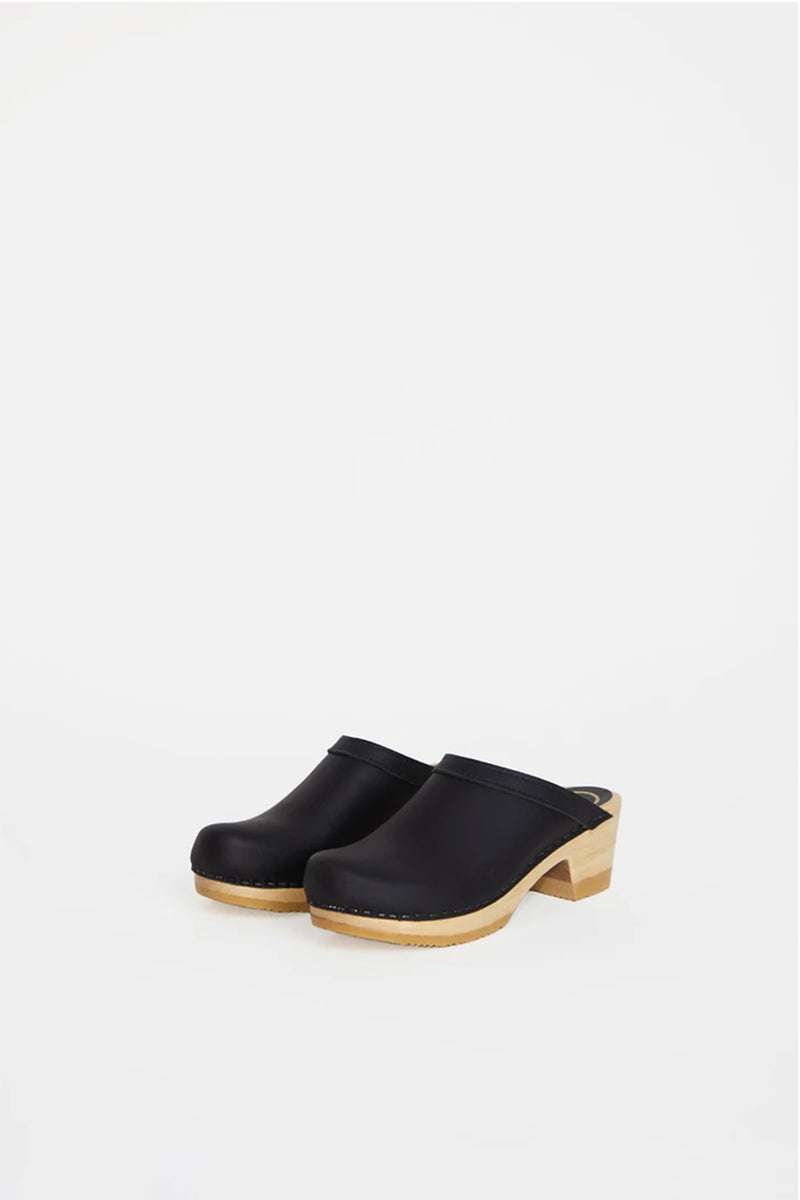 NO.6 Old School Clog Mid Heel in Black