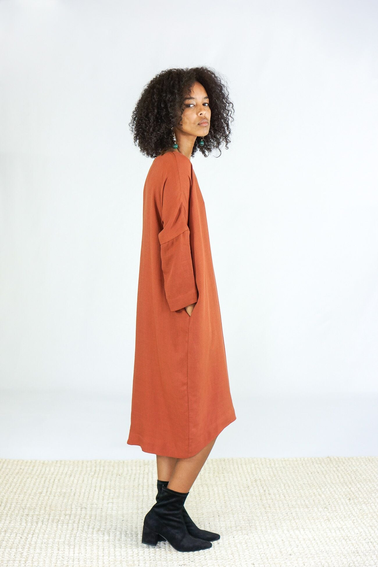 Black Crane Linen Bud Dress in Brick