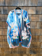 Load image into Gallery viewer, Large Flower Print Kimono
