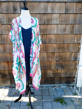 Load image into Gallery viewer, Pink and Green flower Kimono
