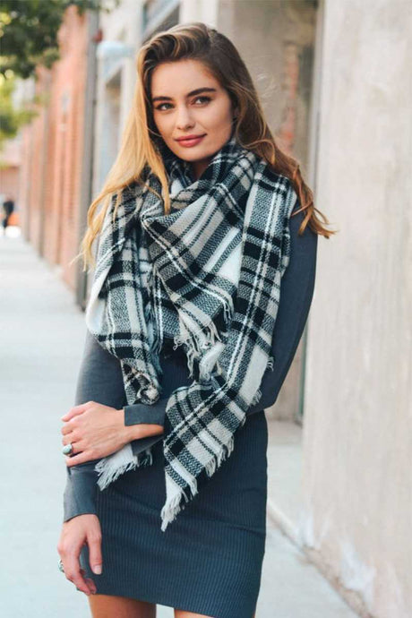 White and Black Flannel Blanket Scarf