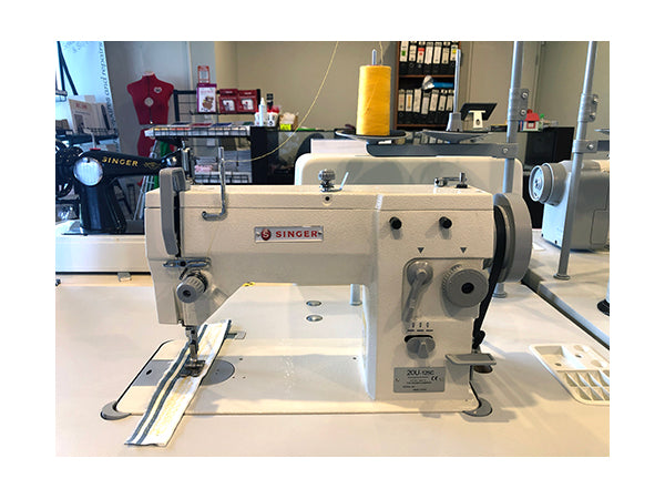 SINGER Zig Zag Sewing Machine 20U