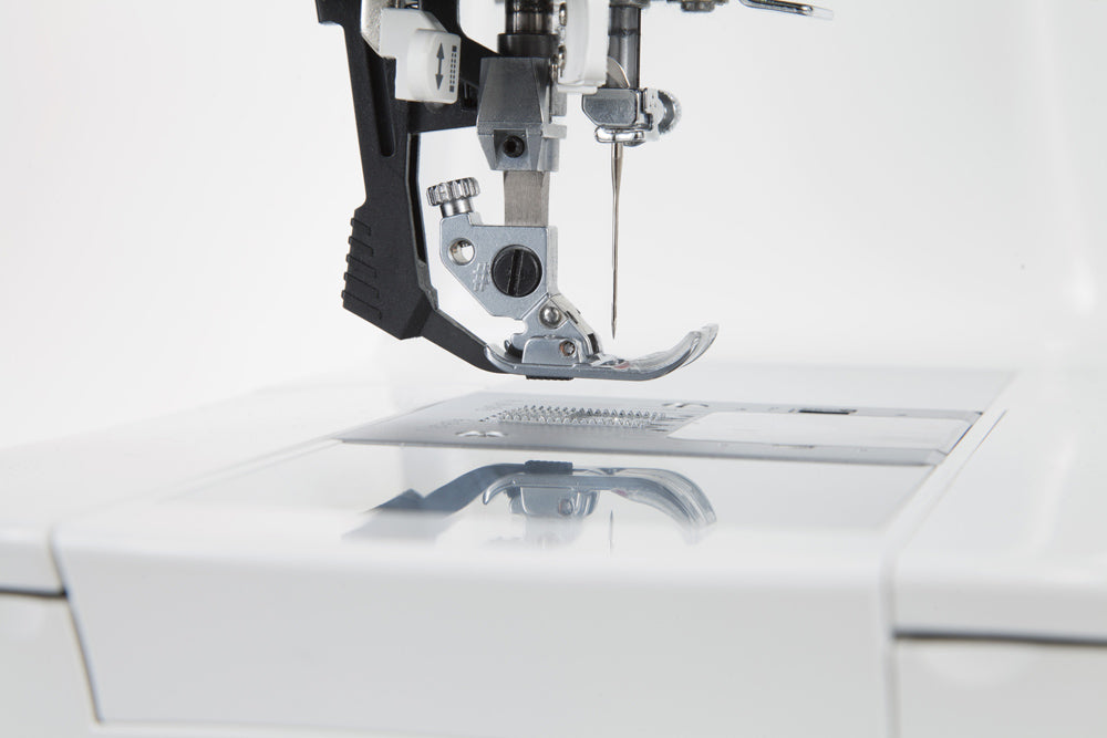 Singer Featherweight C250 Sewing Machine