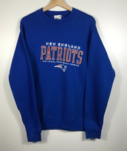 Load image into Gallery viewer, New England Patriots Crewneck - S