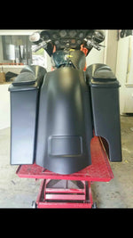 "Harley Davidson Saddlebags Extended 5 1/2"" Fender With Right Exhaust No Lids"