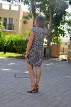 Load image into Gallery viewer, Classic Shift dress - Animal print