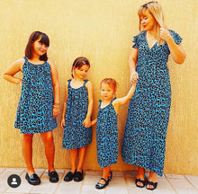 Load image into Gallery viewer, Classic Easy dress girls - Blue Animal
