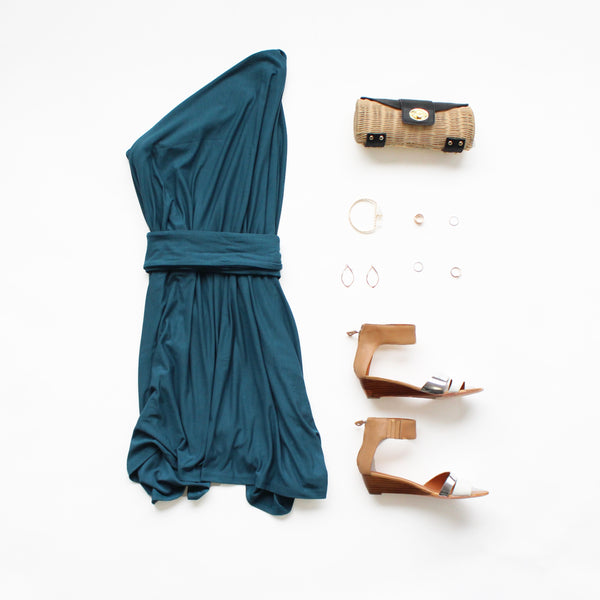 outfit beach evening dressWinter Getaway in Encircled's versatile minimalist clothes with the everyday traveler in mind. Each piece is ethically made, out of sustainable and eco friendly materials.
