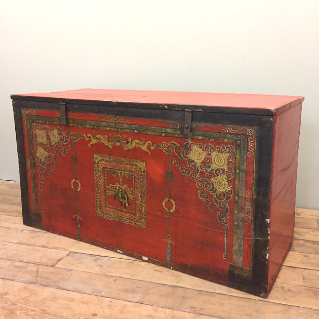 lACQUERED CHINESE CHEST
