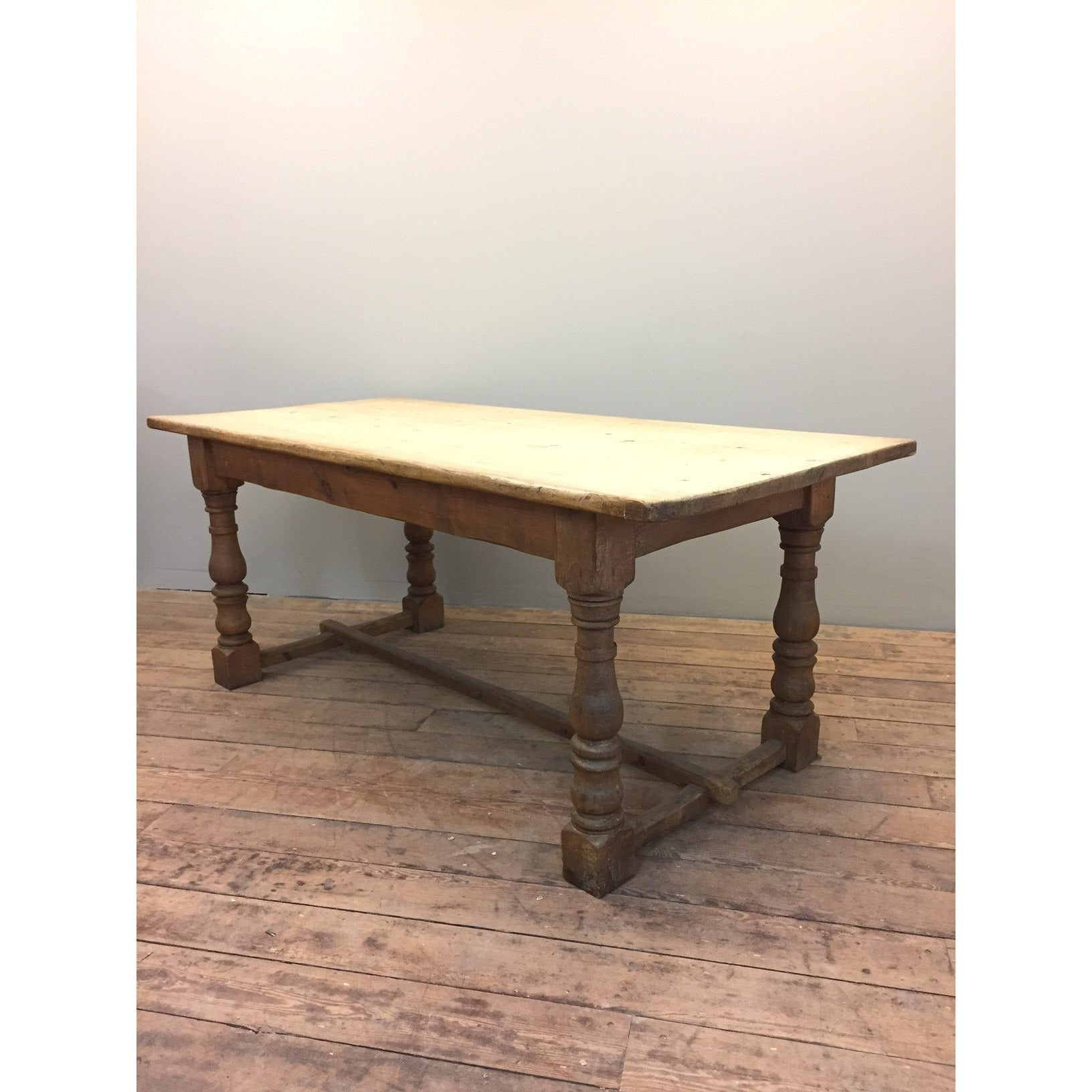 Scrubbed top pine kitchen table – YEW TREE BARN