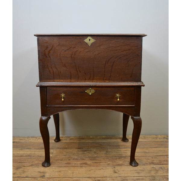 An oak box on stand, Queen anne antique furniture