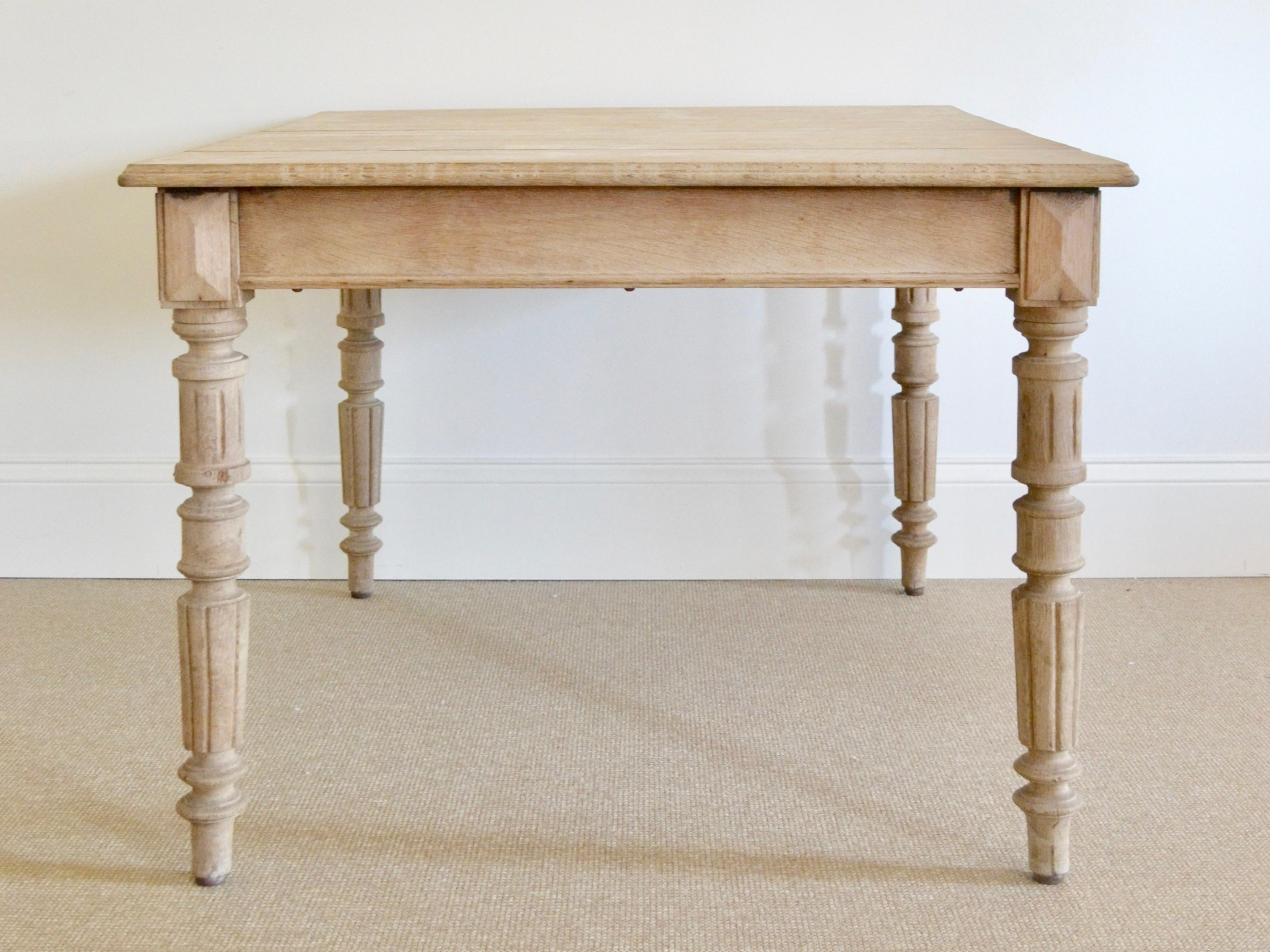 Merveilleux Bleached Oak Table