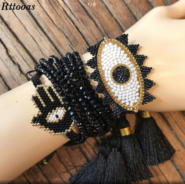 One-Eyed Beaded Blk/White Bracelet