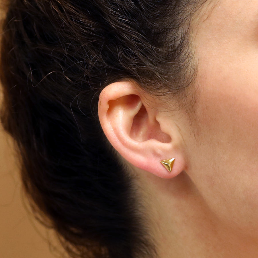Woman wearing bena jewelry yellow gold stud earrings yellow gold jewelry vermeil gold ethical jewelry made in montreal local jewelry designer