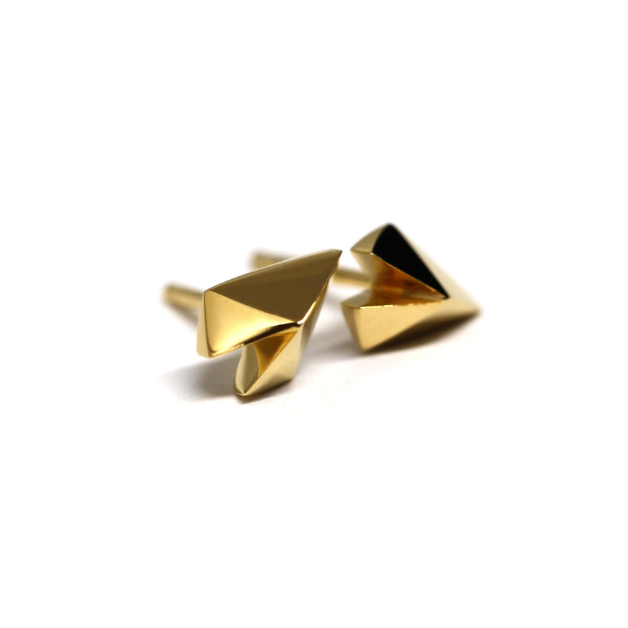 Side view of Edgy Collection yellow gold plated silver minimalist heart shape jewelry handmade in montreal simple jewelry design vermeil gold stud earrings Bena Jewelry Montreal
