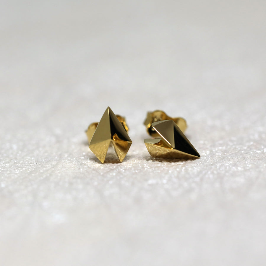 Front view of small vermeil gold studs earrings edgy collection montreal made in canada bena jewelry simple minimalist heart shape studs unisexe handmade in montreal fine jewelry