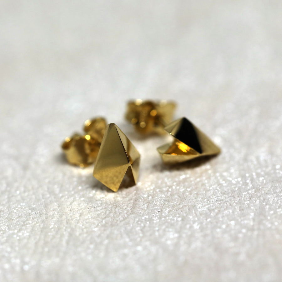 Front view of vermeil gold stud earrings bena jewelry edgy collection custom made in montreal fine minimalist jewelry designer montreal handmade in canada unisexe design