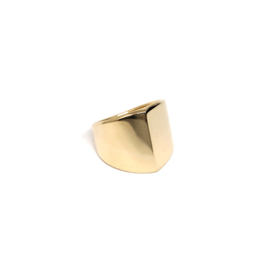 Top view of bena jewelry yellow gold unisexe edgy ring design simple minimalist shape jewelry designer montreal made in canada little italy jeweler modern fine gold jewelry design