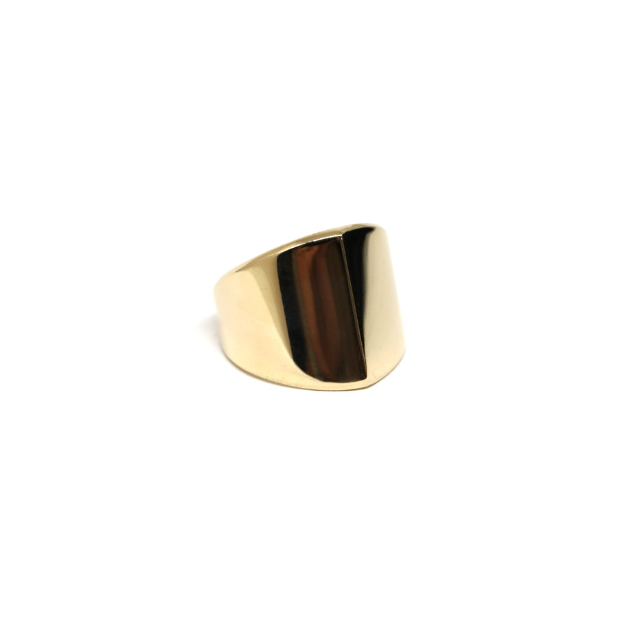 Edgy ring yellow gold fine jewelry custom made in montreal fine gold jeweler little italy montreal bena jewelry ring custom ring designer simple ring bague en or jaune collection edgy fait à montreal handmade in canada