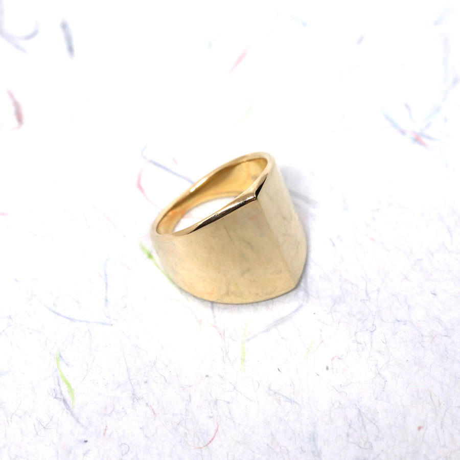 Front view of gold ring bena jewelry edgy collection fine jewelry montreal made in canada unisexe minimalist jewels designer custom made ring handmade in montreal little italy jeweler ring designer solid gold ring handmade in montreal