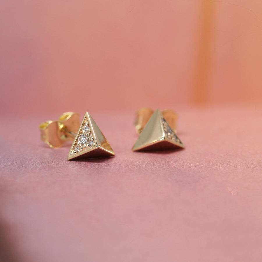 Front view pink background yellow gold and diamond pyramidal stud earrings Bena Jewelry Made in Montreal Canada