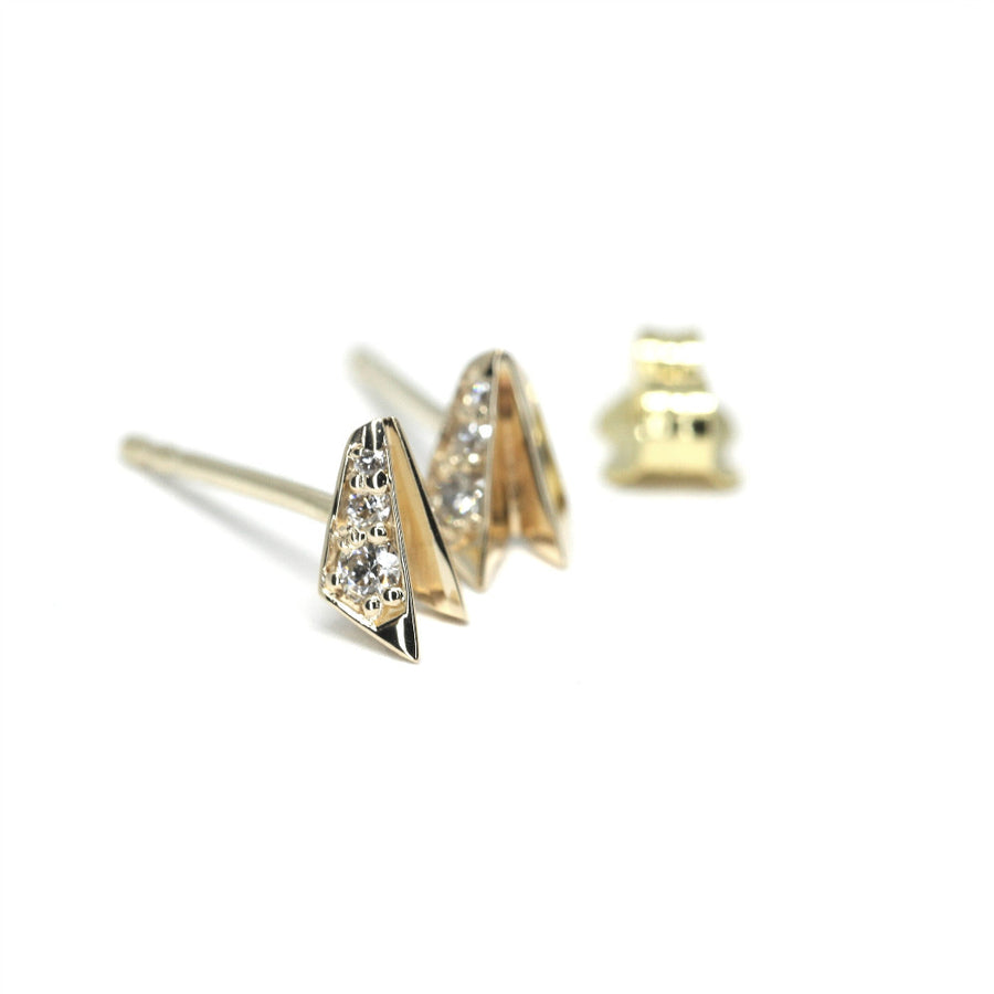 Side view of the yellow gold stud earrings from Fancy Edgy Collection Small Round Diamond and Sharp Look by Bena Jewelry Montreal, made in Canada