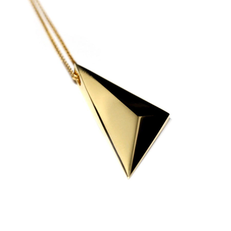 Edgy pendant Bena Jewelry montreal designer vermeil gold unisexe minimalist bold jewelry desgin montreal made in canada silver gold plated pyramidal unisexe pendant jewelry
